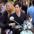 Blake Lively et Penn Badgley sur le tournage de  Gossip Girl , le 28 août 2012.
