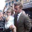 David Beckham avec sa fille Harper dans les bras, arrivent au restaurant Balthazar pour un déjeuner en famille, quelques heures avant le défilé de Victoria Beckham. New York, le 9 septembre 2012.