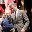 David Beckham quitte le restaurant Balthazar dans le quartier de SoHo, après y avoir déjeuné avec sa femme Victoria Beckham et leur fille Harper. New York, le 9 septembre 2012.