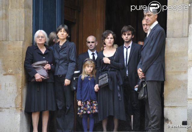 La veuve de Christian Marin avec sa famille lors des obsèques de son mari en l'église Saint-Roch le 11 septembre 2012