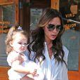 Victoria Beckham et sa fille Harper quittent le restaurant Pastis. New York, le 11 septembre 2012.