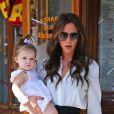 Victoria Beckham et sa fille Harper, ultra stylées à la sortie du restaurant Pastis à New York. Le 11 septembre 2012.