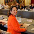 """""""Ségolène Royal, lumineuse en orange, fait sa rentrée à l'Elysée lors d'une réunion des présidents de conseils régionaux, le 12 septembre 2012."""""""