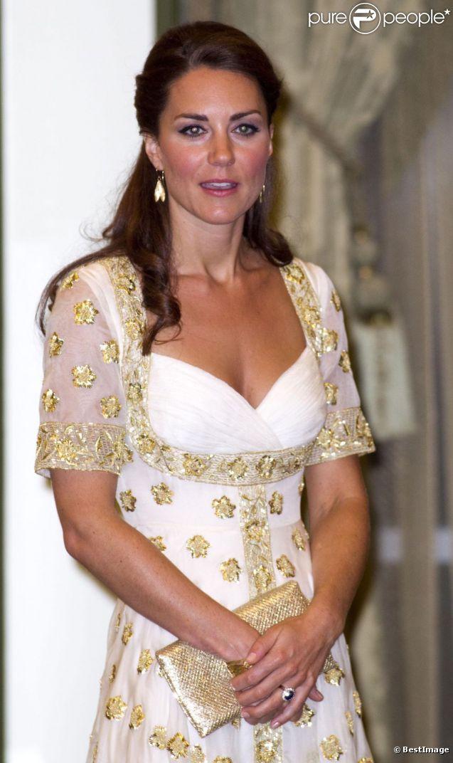 Kate middleton ravissante dans sa robe alexander mcqueen for Code de robe de mariage de palais de justice