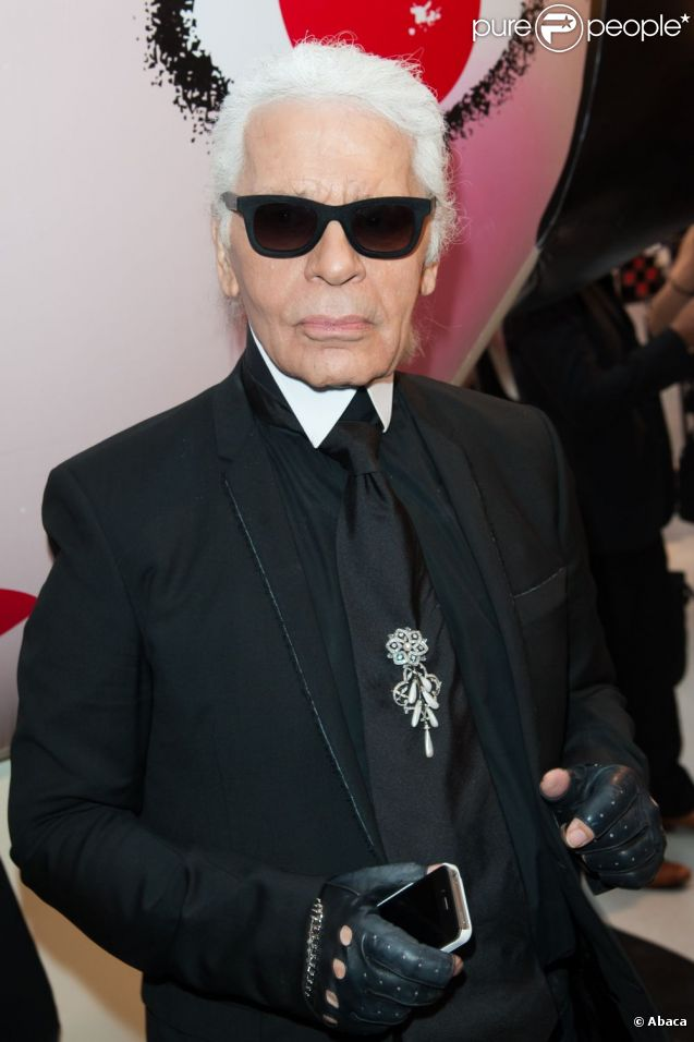 karl lagerfeld directeur artistique de la maison chanel. Black Bedroom Furniture Sets. Home Design Ideas