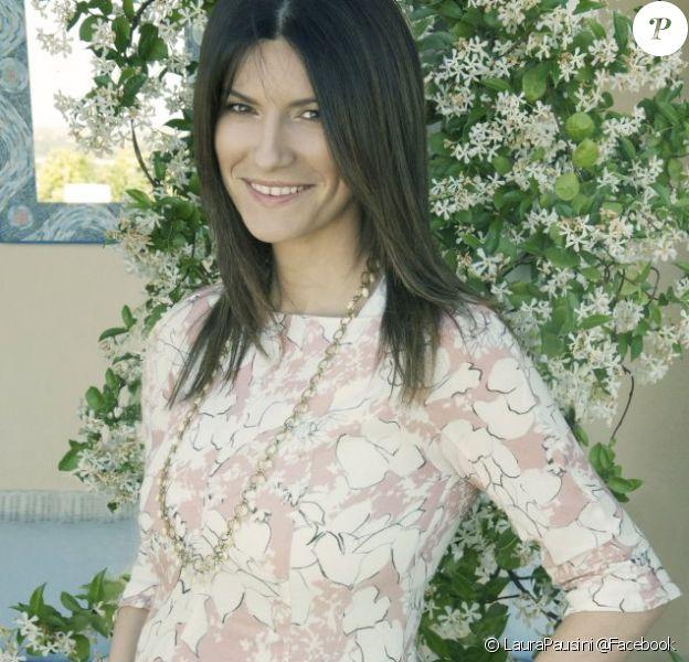 Laura Pausini, enceinte, prise en photo par son compagnon Paolo Carta