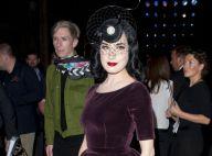 Dita Von Teese : Rétro à souhait pour illuminer Londres et la mode