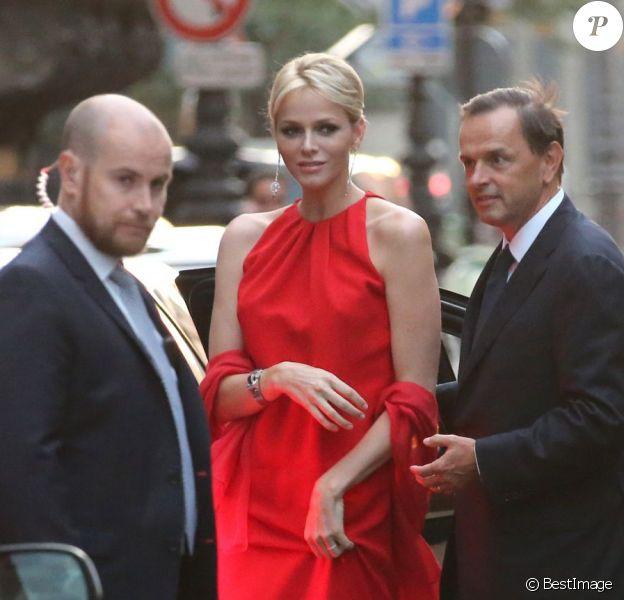 La princesse Charlene de Monaco honorait le 18 septembre 2012 le vernissage de l'exposition Van Cleef & Arpels - L'art de la haute joaillerie au Musée des arts décoratifs de Paris.