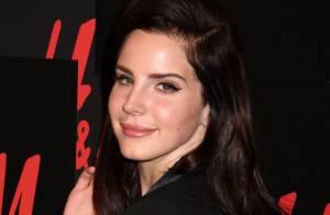 Lana Del Rey : L'héroïne rose bonbon soudain vénéneuse en noire pour H&M