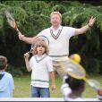 Boris Becker joue au tennis avec Elias