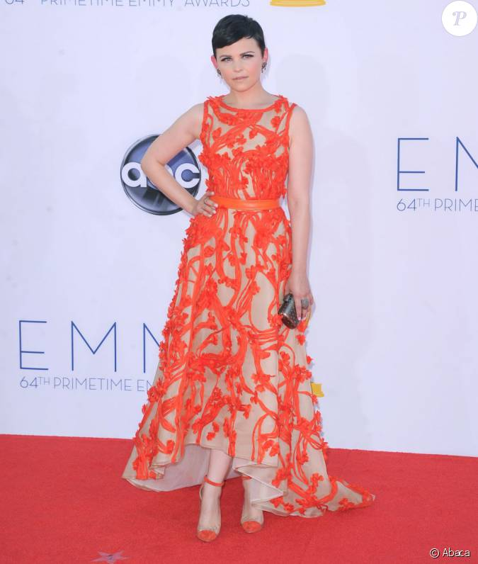 ginnifer goodwin porte une robe monique lhuillier joliment assortie des sandales un bout de. Black Bedroom Furniture Sets. Home Design Ideas
