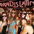 Anna Dello Russo arrive au Paradis Latin à Paris, le 27 septembre 2012, entourée de ses clones pour le lancement de sa collection chez H&M Anna Dello Russo.