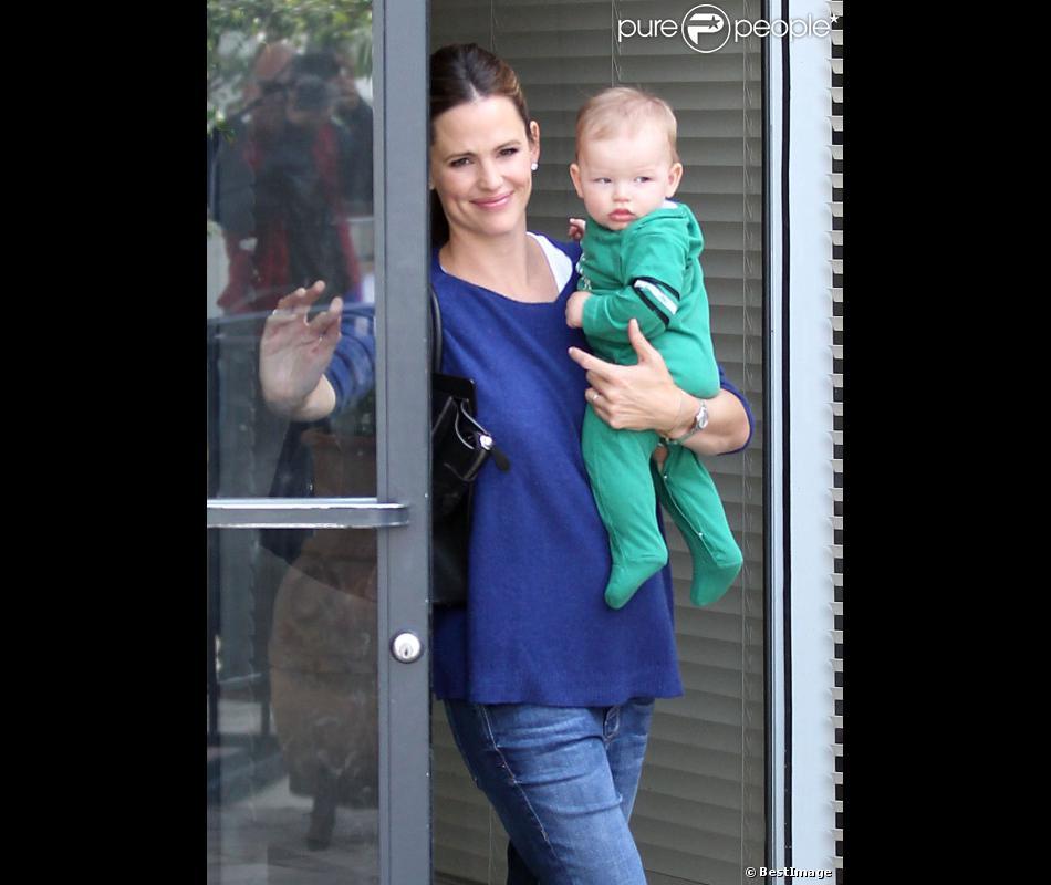 Jennifer Garner emmène l'adorable Samuel chez le médecin en compagnie de Seraphina, le 5 octobre 2012 à Los Angeles