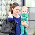 Jennifer Garner emmène le petit Samuel, 7 mois, chez le médecin en compagnie de Seraphina, le 5 octobre 2012 à Los Angeles
