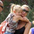 Heidi Klum assiste avec ses trois enfants Leni, Johan et Lou et son compagnon Martin Kristen au match de football de Henry, à Los Angeles, le 6 octobre 2012