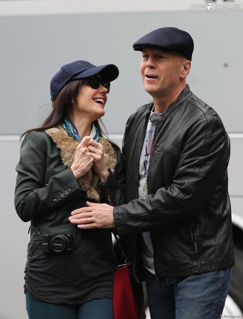 """Bruce Willis et Marie Louise Parker - Tournage du film """"Red 2"""" a Paris. Le 10 octobre 2012  Set of the film """"Red 2"""" in Paris. On october 10th 201210/10/2012 - PARIS"""