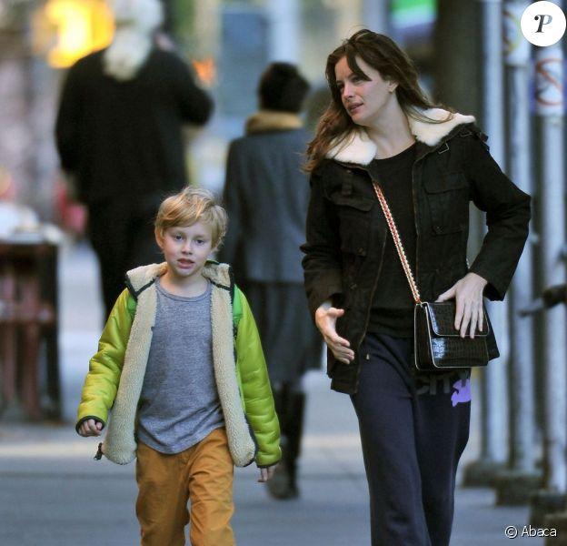 Liv Tyler emmène son fils Milo à l'école à New York le 16 octobre 2012.