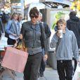 Helena Christensen va chercher son fils Mingus à la sortie de l'école à New York, le 16 octobre 2012.