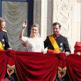 Après leur union religieuse, le prince Guillaume et son épouse Stéphanie de Lannoy se sont présentés au balcon du palais grand-ducal devant les Luxembourgeois, entourés du grand-duc Henri et de la grande-duchesse Maria Teresa, le 20 octobre 2012.