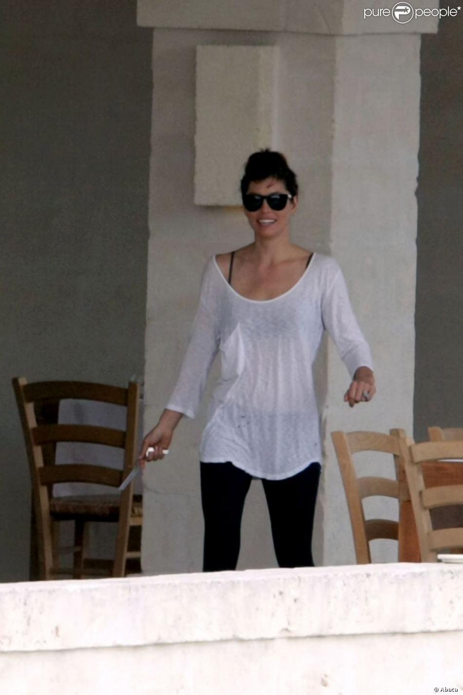 Jessica Biel à Fasano en Italie le dimanche 21 octobre 2012.