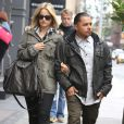 Mena Suvari et son nouveau petit-ami Salvador Sanchez dans les rues de New York, le 24 octobre 2012.