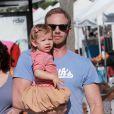 Ian Ziering fait ses courses avec sa femme Erin et leur fille Mia au marché de West Hollywood le 7 octobre 2012