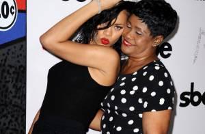Rihanna, très sage avec sa maman, reine du carnaval à Hollywood
