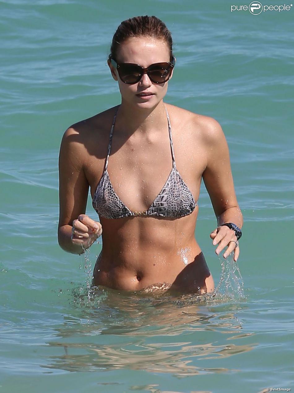 Natasha Poly a fui New York et l'après-Sandy pour le soleil de Miami, où elle a profité de la plage, le 3 novembre 2012.