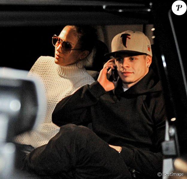 Jennifer Lopez et Casper Smart vont voir Skyfall au cinéma en Suède le 4 novembre 2012.