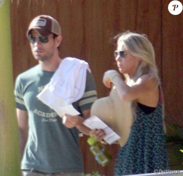 Enrique Iglesias et Anna Kournikova débarquent à Cabo au Mexique le 5 novembre 2012 pour quelques jours d'intimité en amoureux