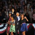 Sasha et Malia Obama, déjà jeunes femmes et aussi lookées que leur maman Michelle lors du discours de victoire de leur père Barack Obama, réélu pour un second mandat à la Maison Blanche. Le 6 novembre 2012