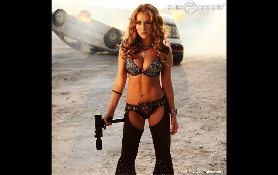 Alexa Vega a dévoilé sur Twitter une nouvelle image de  Machete Kills , disponible sur Rolling Stone.