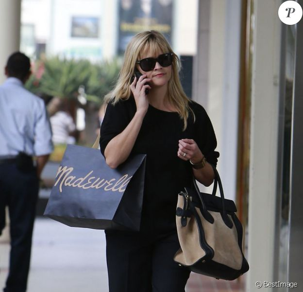 Reese Witherspoon fait du shopping à Los Angeles le 2 novembre 2012.