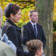 La princesse Mary de Danemark, accompagnée par son fils le prince Christian, 7 ans, était accablée par le chagrin aux obsèques, le 8 novembre 2012 à l'église Vinderod de Frederiksvaerk, de sa femme de chambre et amie intime Tina Jörgensen, décédée brutalement à 53 ans, lundi 5 novembre.