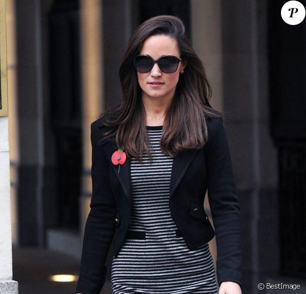Pippa Middleton à la sortie de la maison d'édition de son guide pratique Celebrate, à Londres, le 8 novembre 2012.