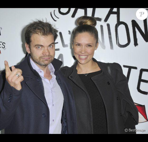 Clovis Cornillac et Lilou Fogli : rayonnants et amoureux lors du 51e Gala de l'Union des artistes au cirque Alexis Gruss à Paris le 12 novembre 2012.