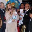 Céline Dion entourée de son fils René Charles, de ses jumeaux Nelson et Eddy et son mari René à Las Vegas le 16 février 2011.