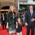 Céline Dion et son fils René-Charles avec son père René Angélil à Paris le 22 mai 2008.