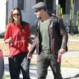 Kellan Lutz et sa petite amie Sharni Vinson dans les rues de Santa Monica le 13 novembre 2012.
