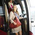 Sanne Spangenberg, Miss Auvergne, arrive à l'aéroport Charles de Gaulle avant de s'envoler pour l'Île Maurice, à Paris le 14 novembre 2012