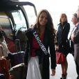 Emmanuelle Fabre, Miss Languedoc, arrive à l'aéroport Charles de Gaulle avant de s'envoler pour l'Île Maurice, à Paris le 14 novembre 2012