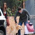 Iker Casillas et sa sublime Sara Carbonero en route pour une promenade avec leur chien, le 18 novembre 2012 à Madrid