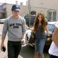 Miley Cyrus et Nick Jonas vont déjeuner à Los Angeles le 11 avril 2009.