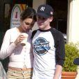 Mila Kunis et Macaulay Culkin à Los Angeles le 12 juillet 2002.