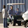 Harrison Ford, sa femme Calista Flockhart et leur fils Liam se détendent avant de quitter Santa Monica, le 25 novembre 2012.