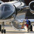 Le jeune Liam embarque dans le jet privé du couple à Santa Monica, le 21 novembre 2012.