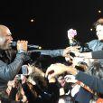 Seal, très proche de ses fans, a donné un concert exceptionnel au Zenith de Paris le 2 décembre 2012.