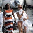 Beyoncé porte sa petite Blue Ivy en vacances à Beaulieu-sur-Mer en France le 8 septembre 2012.