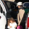 Halle Berry et sa fille Nahla à la sortie de l'école, Los Angeles, le 5 décembre 2012.