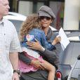 Halle Berry emmène sa fille Nahla faire du shopping à Beverly Hills, le 4 decembre 2012.